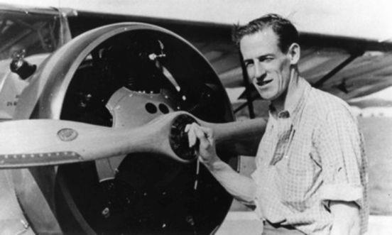 Sir Reginald Ansett with plane thumbnail 552 x 331
